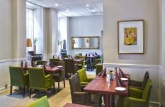 Kommer du en dag tidigare kan du boka en extra natt på ett fullservice  hotell med sköna bäddar och trevlig miljö i Halmstad.