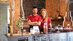 Olga och Mikkel har lämnat Köpenhamn och restaurangjobb där för den halländska landsbygden! Nu driver de Kvarnen och ser bl a till att cyklisterfår en bra upplevelse. Arrangerar även musikkvällar, dag 2.