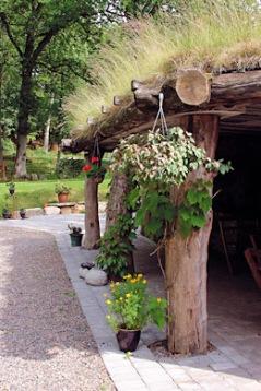 Sköna ställen att stanna till vid på väg till första nattens boende. Här Öströö fårfarm, som förutom underbar miljö för fika och lunch med möjlighet till picknick i parken, bl a bjuder på lammsafari, kött- och hantverksbod.