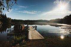Fina möjligheter till extra avkoppling efter första dagens cykeltur. Nere vid sjön, precis vid boendet, finns en vedeldad bastu att hyra, dag 1. Foto Alexander Hall.