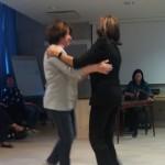 Två vitryska kvinnor bjöd upp till spontan dans när en inbjuden estnisk musiker spelade trditionell estnisk musik.
