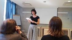 Helina-Diana Helmdorff håller bibelstudium om Romarbrevet 14