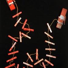 Paketkalender med numrerade klädnypor I