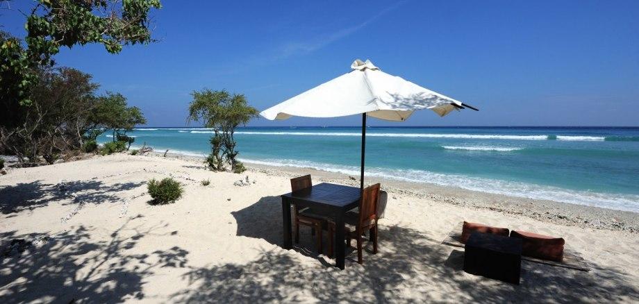Ett bord för två med havsutsikt Gili Trawangan
