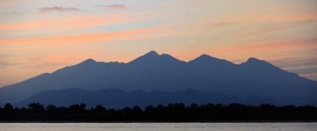 Soluppgång mot Lombok