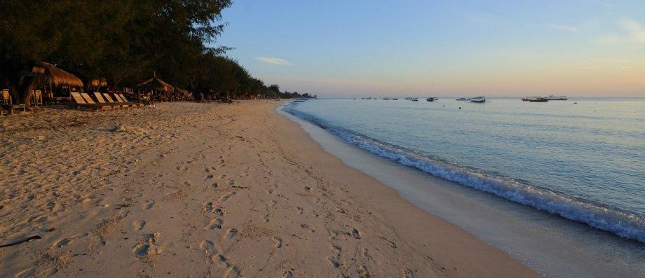 Stranden ligger i dvala klockan 0707