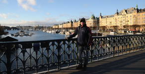 Man på Djurgårdsbron
