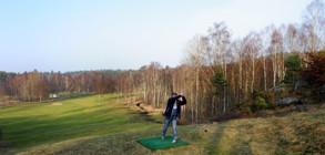 Tränar på svingen inför ålderdomen när man får börja spela golf...