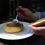 andra får äta soppa ur en gammal brödbit...