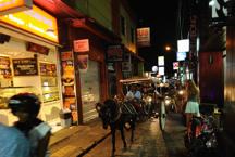 trånga gator i Kuta...