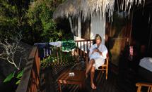 Carina slappar i dagens sista solstrålar på balkongen...