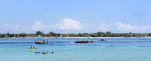 vattensporter Gili Trawangan i bakgrunden...