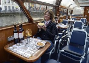 ost och vin utan begränsning på båten...