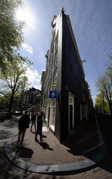 """Amsterdams svar på """"strykjärnet"""" i New York..."""