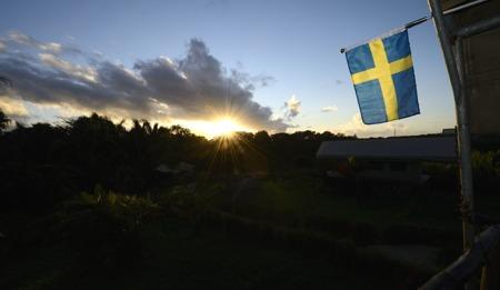 flaggan hissas vid soluppgången...