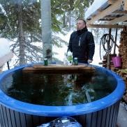 i Jämtland badar man i tunnor med is på vintern och biter ihop...