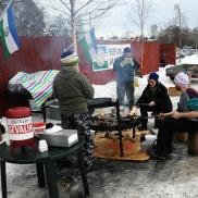 i Republiken Jämtland grillar man utomhus på vintern i lag med sina vänner...