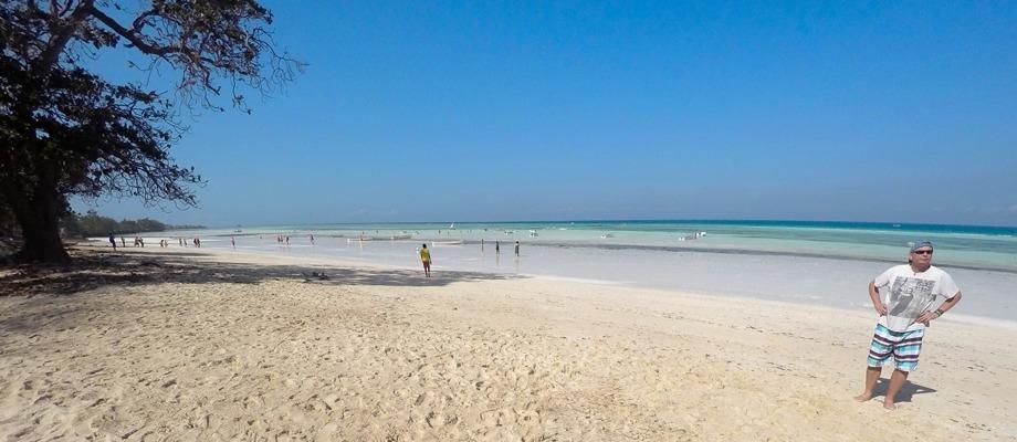 var är alla djävla fina stränder dom lovade... här är ju bara sand så långt man ser...