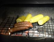 älgkorvar och majs på grillen...