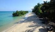 från den här stranden åkte vi till ön...