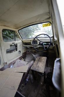 säkerhetsbälte bak i bilen... knappast...