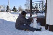 en snö konstnär i arbete...