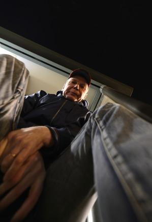 en trött bluesman väntar på bussen hem...