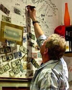 en framtidsman uttrycker sina ord på en vägg i Rom...