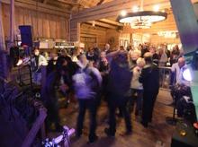 i Värmland har man avskaffat pardansen...här dansar alla med alla...mycket roligare...