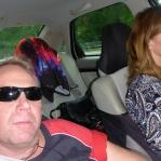 att åka hem är inte lika roligt... nosen njuter av att ratta 180 hästkrafter som vrålar ur en Volvo motor från 2004... för fem år sedan åkte vi Chrysler, din looser...