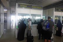 fingeravtryck och fotografering, sista spärren in till Zanzibar...