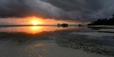 nu kommer solen till Nungwi...