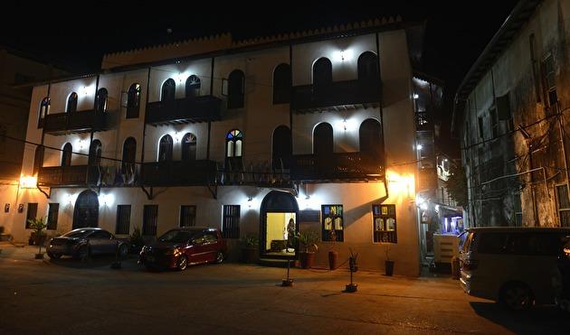 Forodhani Park Hotel...