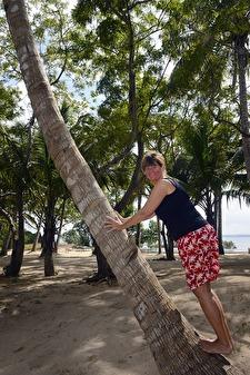 nosen skall upp och hämta kokosnötter till groggen...