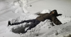 jag vill bara ligga här och lukta på snön...