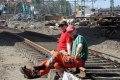 Paus vid byggandet av Bombardierspår Sävenäs