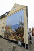 väggmålning med en dansk till höger...