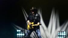 inget är fräsigare en en gitarrist i en stilren pose'...