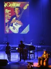 musikdoktorn Ulf Henningsson leder framträdandet på ett bra och lärorikt sätt...