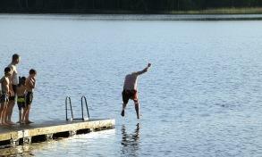 jag kan gå på vatten, tänk att alla kristendoms lektioner betalar sig... Härlanda tjärn efter Göteborgsvarvet...