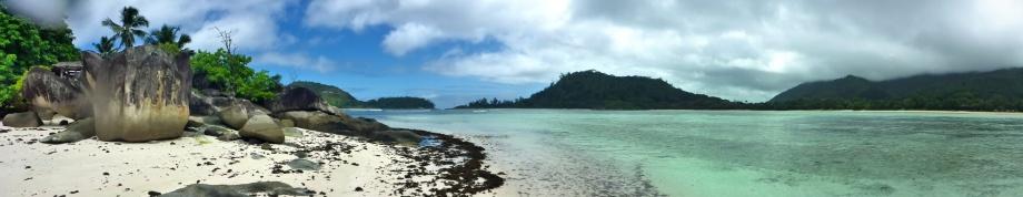 Port Launay, Anse L'Islette... jag simmade hit ut så därför blev det lite vattendroppar på linsen...