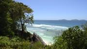 där nere vill jag bada sa Carina, hitta ett insteg till stranden så gör vi det...