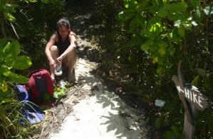 Jaquline tar på hiking dojjorna...