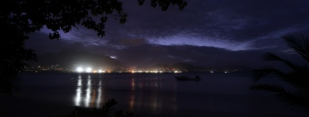 Mahe/Victoria by night...
