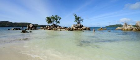 Carina känner av våran egen lilla strand med en egen ö...