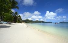 fritt att bada för alla på stranden...