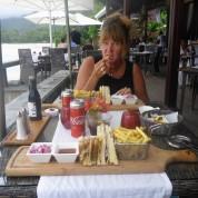 ibland åt vi på restaurang... 400 kronor för två sandwich...