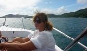 ute med båten runt ön...