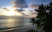 Carina ser solnedgången med sin kamera...