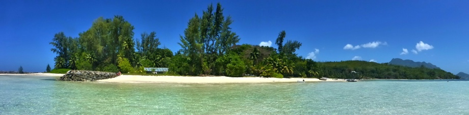 """""""baksidan"""" på Cerf Island..."""